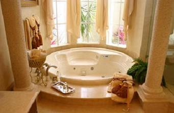 spa bathroom roman columns