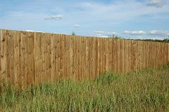 traditional wooden privacy fence pic1